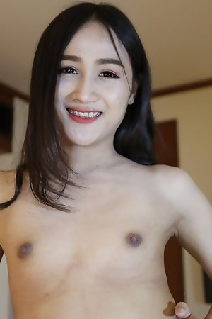 22yo Thai ladyboy sucks off a big white tourist cock