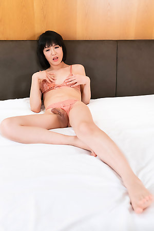 Yoko Masturbation and Squirt