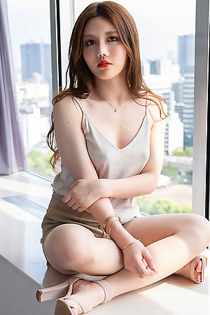 Incredible Chinese Shemale Beauty Masem Debut Photoshoot