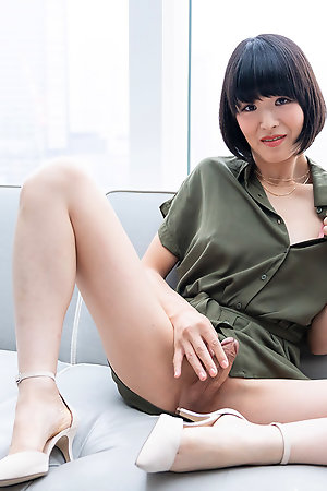 Sexy japan shemale Yoko shows her small cock